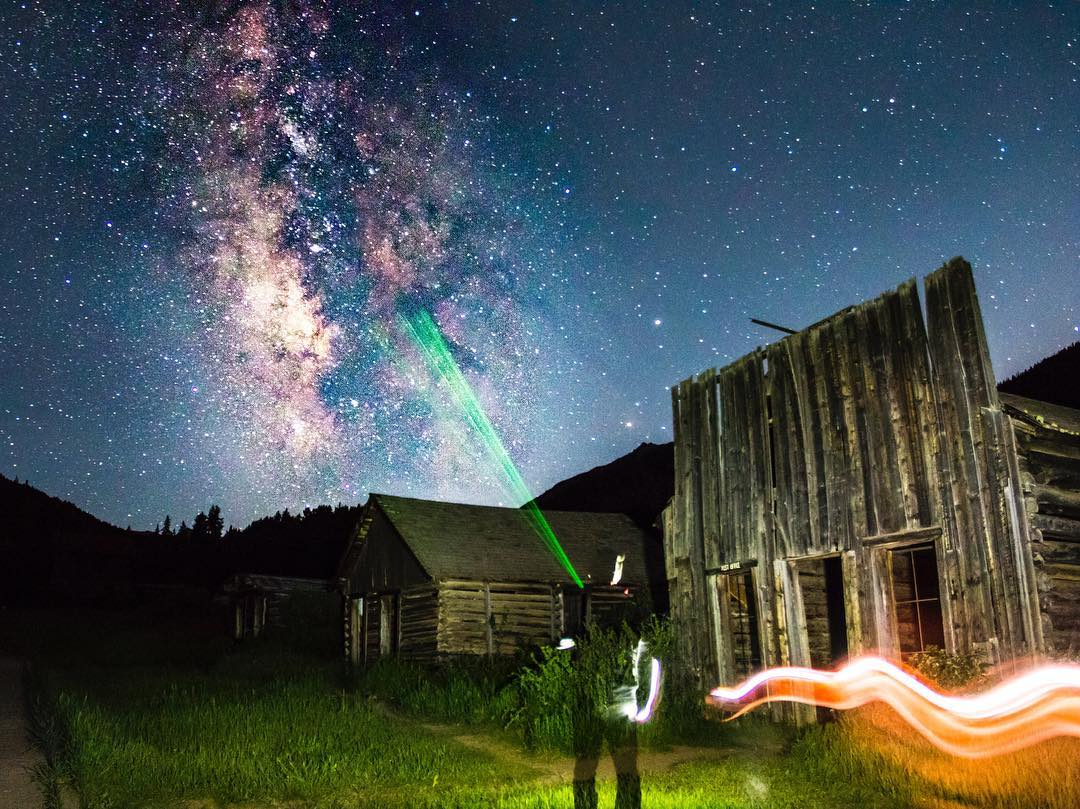 What happens when you mix ghosts, lasers, the Milky Way and @zmaraziti?! This.